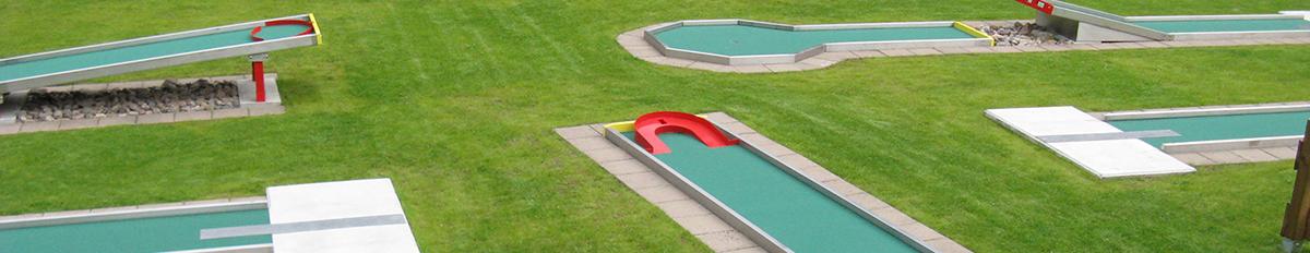 Bild mit Minigolfbahnen